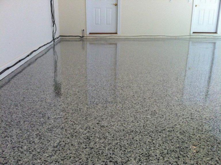 С бетонного пола убрать запах сложнее